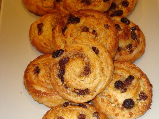 Cook' n With Class Paris:                   Rum soaked raisin buns - OMG!