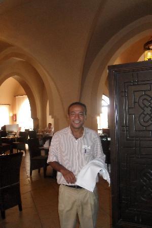 Jaz Dar El Madina : le meilleur serveur ,Hossam