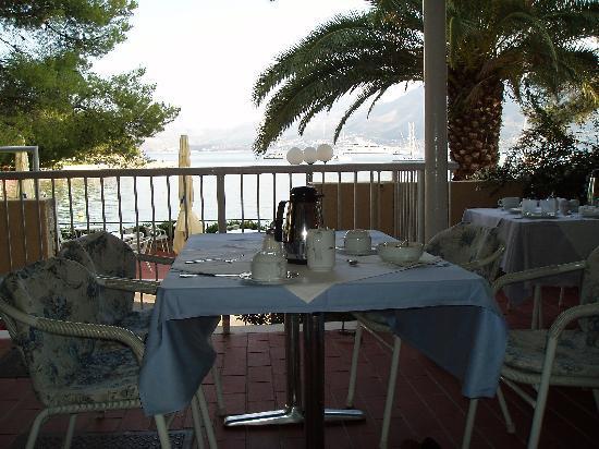 Hotel Cavtat: Breakfast on the terrace