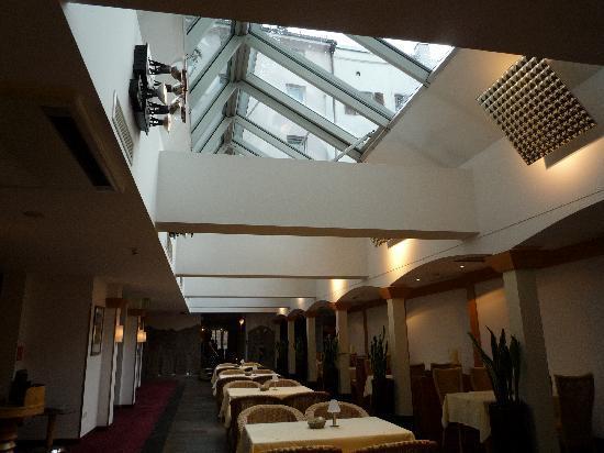 โรงแรม อินน์ซบรุค: Restaurant and Breakfast Area