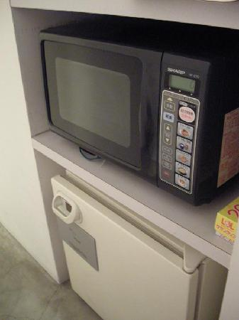 Hotel T'POINT: Microwave & Fridge