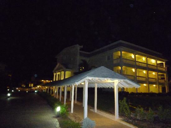 Grand Palladium Jamaica Resort & Spa: Our villa at night