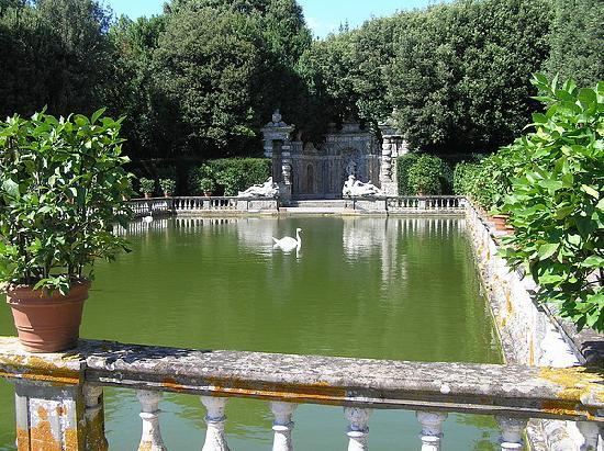 Park of Villa Reale : Fish Pond