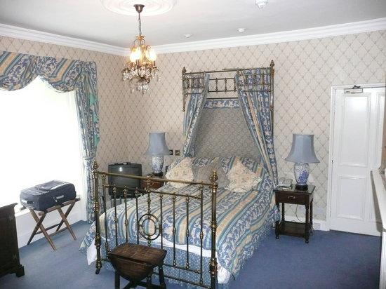 Beechwood Hotel: Half-tester room (number 9)