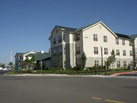 Homewood Suites by Hilton Sacramento Airport-Natomas: Exterior of the Homewood Suites
