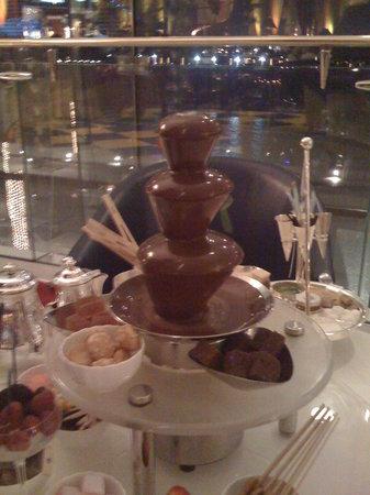 Sahn Eddar: Chocolate fountain