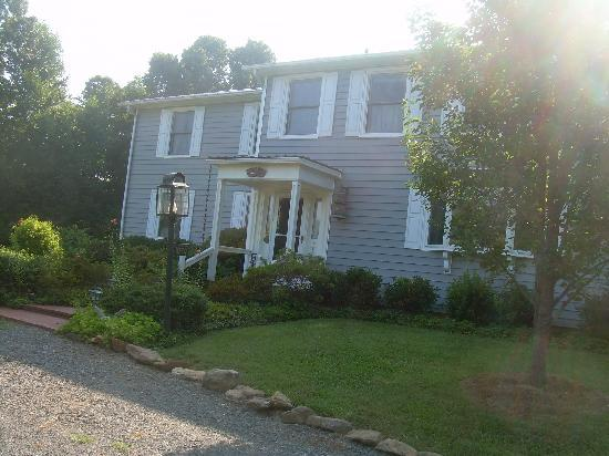 Southwyck Farm Bed and Breakfast: front of the home from driveway