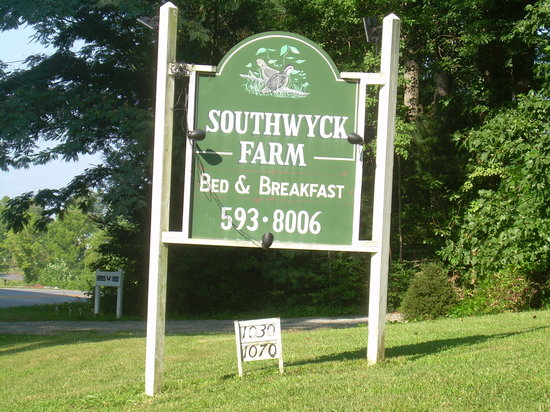 Southwyck Farm Bed and Breakfast: sign from street