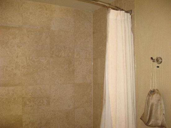 Gold Strike Casino Resort: Nice shower