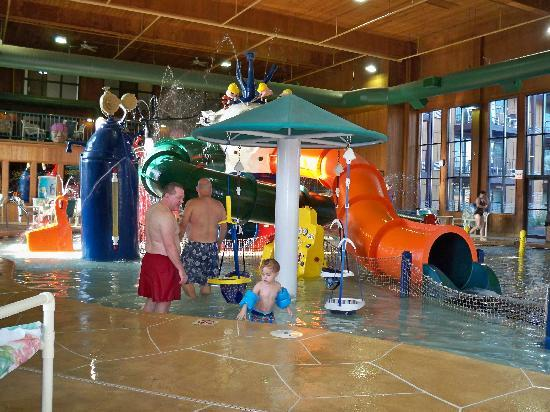 Polynesian Water Park Resort: pool
