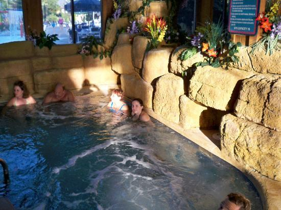 Polynesian Water Park Resort: hot tub