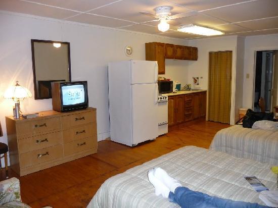 Seacoast Motel : The full kitchen