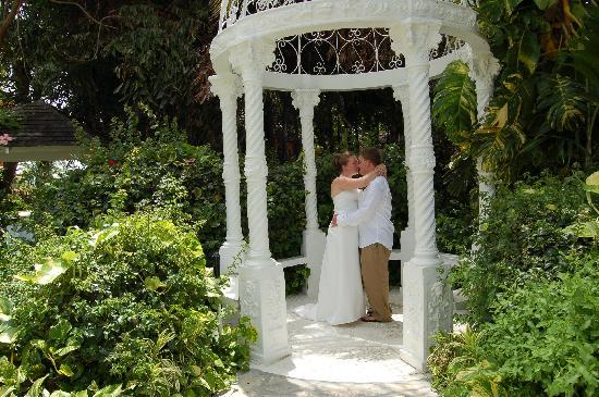 Sandals Grande Antigua Resort Spa Our Wedding In The Beautiful Garden Gazebo