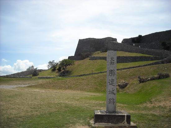 Uruma, Japan: 勝連城の入り口