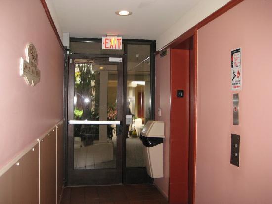 Best Western Plus Victorian Inn: Interior hallway