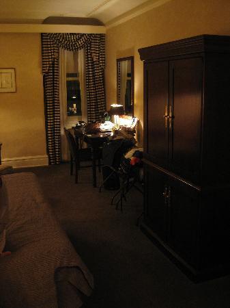 Benson Hotel: main room