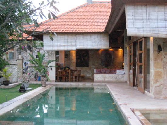 Villa Dermawan: Private lap pool