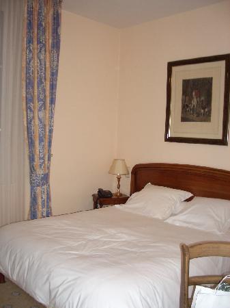 Hotel La Ferriere: 本館の広めのお部屋