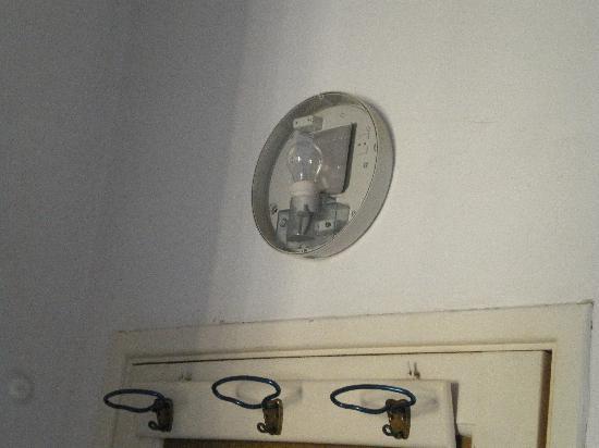 Hotel Pensione Eden: luce della camera