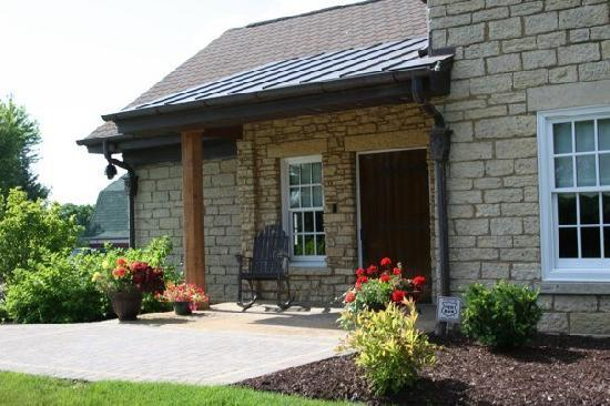 Copperstone Inn: front porch