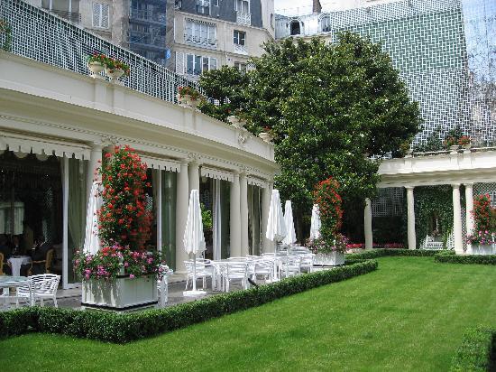 Le Bristol Paris: パリで一番広い中庭のあるホテル