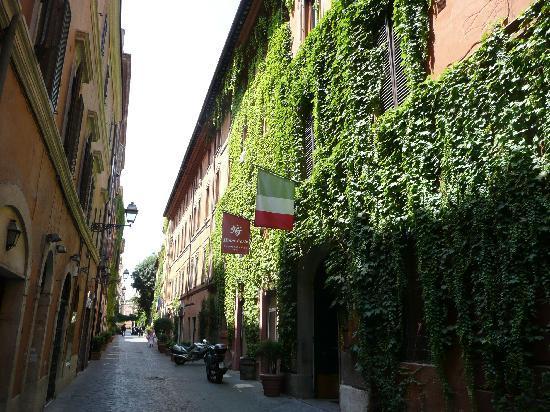 Hotel Manfredi Suite in Rome: Quiet side street