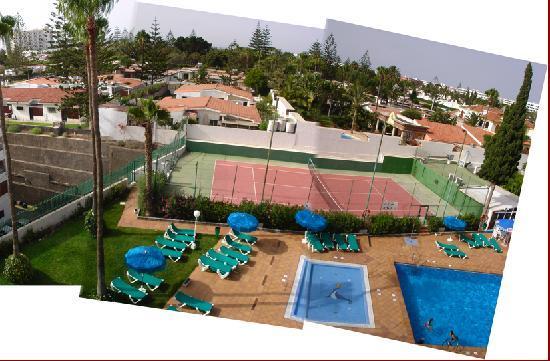 Los Tilos: Attention: le tennis n'existe plus: maintenant, vous pouvez bronzer loin de la piscine