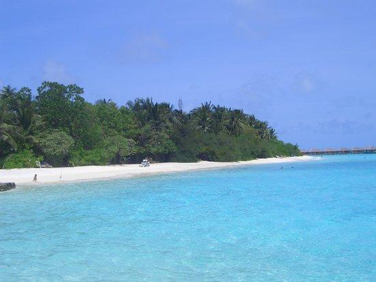 Velassaru Island: The Island