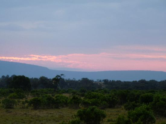 Mara River Lodge: Sunset over the lodge