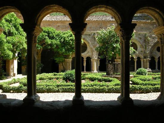 La Vigne Rousse : Abbey Fontfroide in Narbonne