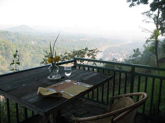 Villa Rosa: Frühstücksausblick auf``s Flusstaal