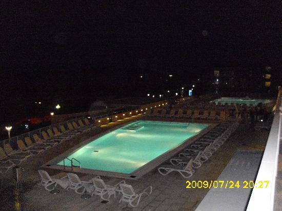 هوتل لاجونا مولينداريو: Pool at night