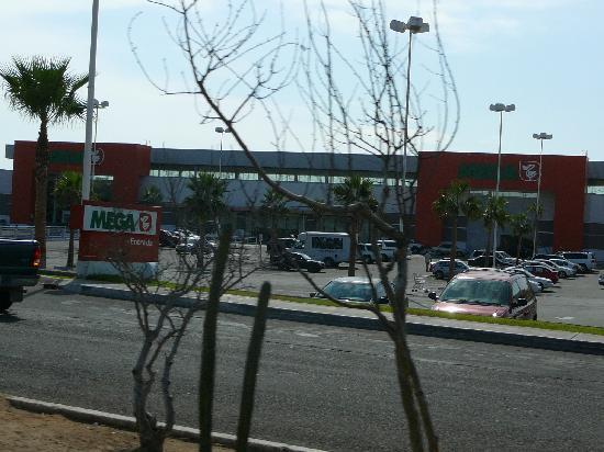 """Las Mananitas: The """"Mega"""" store!"""