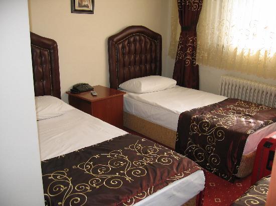 Hürriyet Hotel: Zimmer