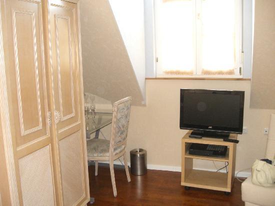 Geniesserhotel Lodner: chambre 7, coin TV et bureau
