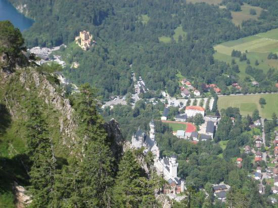 Appartementhotel Seespitz: Hiking down from the Tegelberg