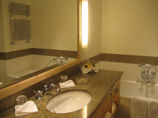 Crystal Hotel: The bathroom