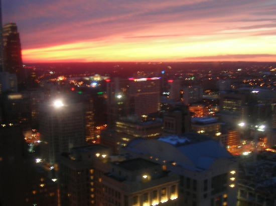 Loews Philadelphia Hotel: THE NIGHT VIEW