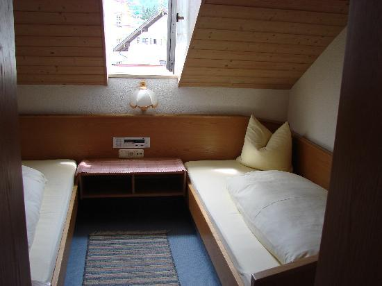 Pension Mirabell : Bedroom with 2 twin beds; cozy!