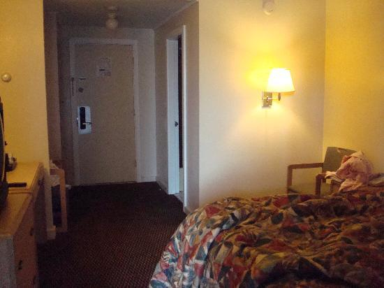 Days Inn Kittery: the room