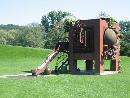 Merian Garten: Artsy Playground