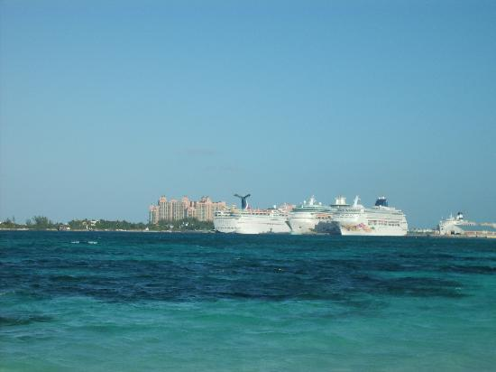The water and cruise ships fish fry picture of arawak for Fish fry nassau