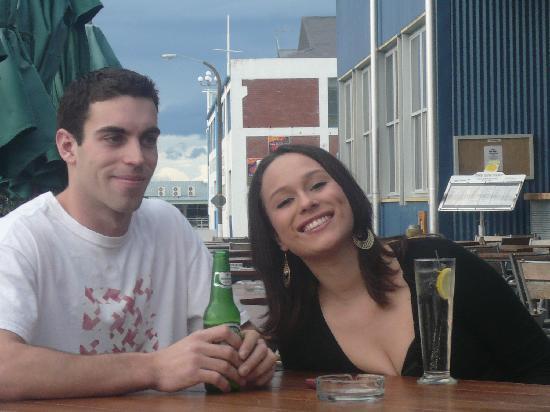 الباتروس موتل: Enjoying A drink At the gin Trap