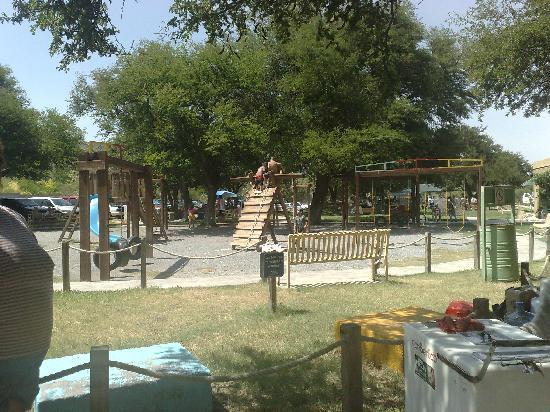 Nuevo Leon, Mexico: Juegos En El Recreativo La Trubina
