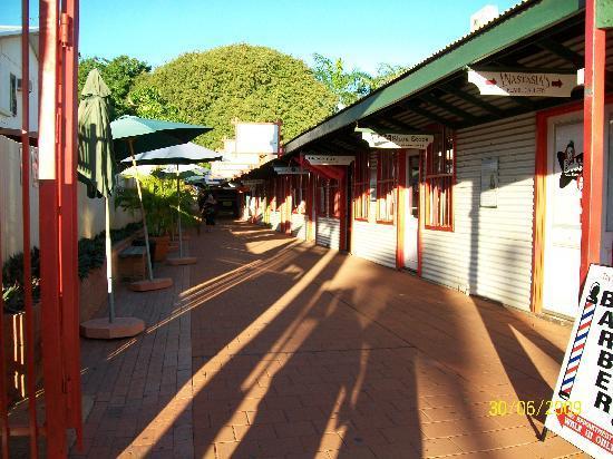 BroomeTown B&B: Jonny Chi Lane, Broome Town