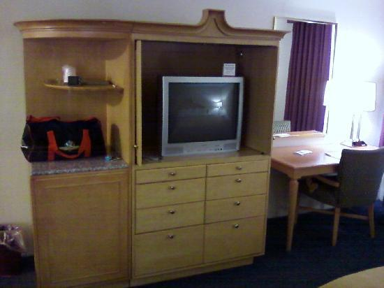 Quality Inn & Suites Greenfield: Entertainment Center
