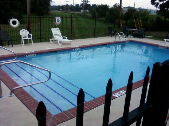 Quality Inn & Suites Greenfield: Pool