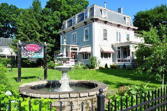 Silver Fountain Inn: Outside