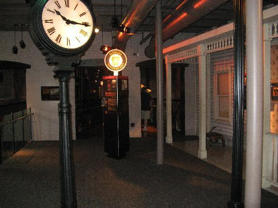 Altoona Railroaders Memorial Museum: Walking around inside