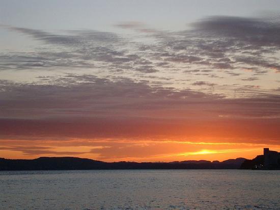 Skuteviken Guesthouse: Sunset